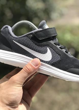 Nike revolution 3 спортивні кросівки