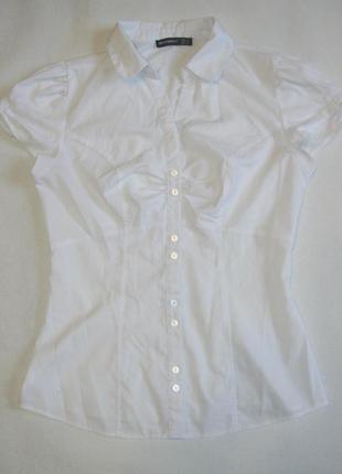 Классическая белая рубашка с коротким рукавом