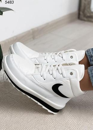 Новые женские зимние белые дутики ботинки