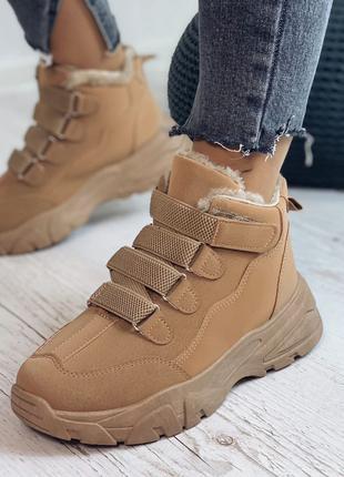 Женские зимние кроссовки.