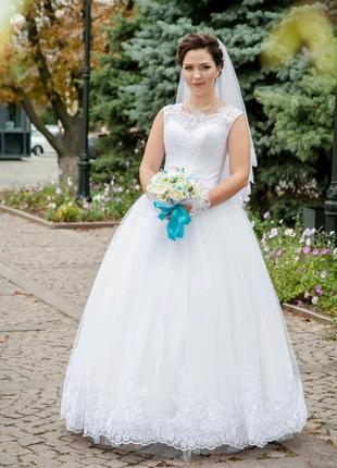 Пышное,кружевное свадебное платье
