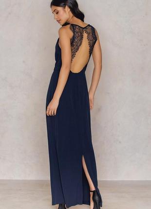 Темно-синее вечернее  с открытой кружевной спинкой платье от s...