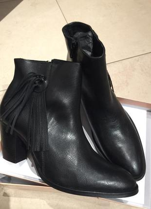 Кожаные.новые ботинки от pieces. размер 40