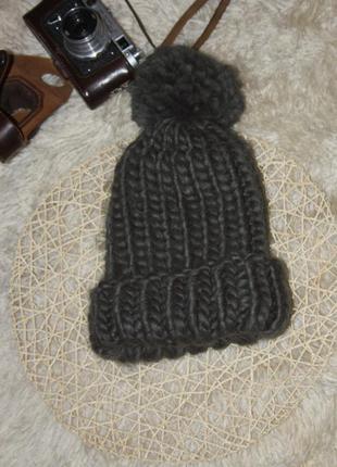 Стильная теплая шапка в крупную вязку