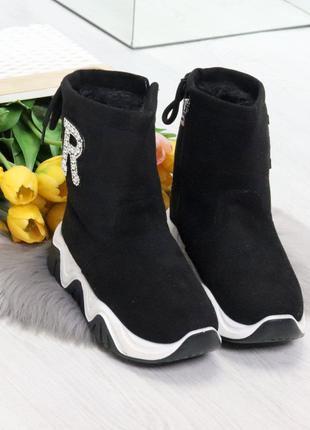 Женские зимние стильные ботинки.