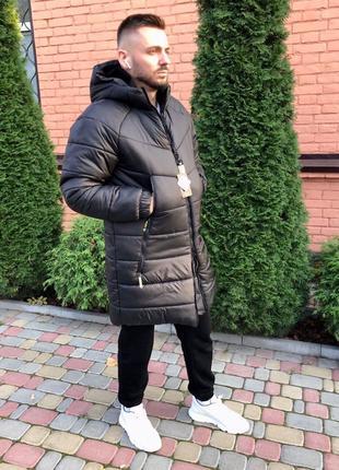 Куртка мужская зимняя с капюшоном удлиненная черного цвета