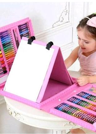 Набор для детского творчества в чемодане из 208 предметов.