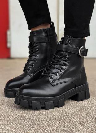 Женские ботинки с мехом черные