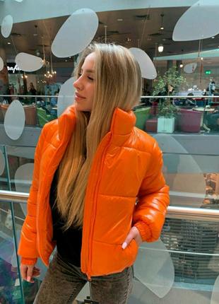 Куртка пуховик укороченная яркая оранжевого цвета