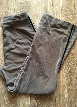 Оливковые велюровые брюки с лампасами
