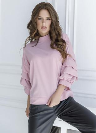 Стильная блуза с присобранными рукавами