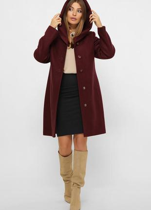 Зимнее бордовое пальто с капюшоном