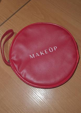 Красный клатч от make up