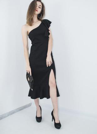 Черное платье миди с присборенной отделкой на одно плечо, выпу...