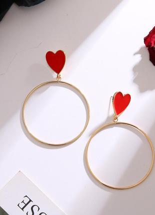 Эффектные крупные серьги кольца с красными сердцами