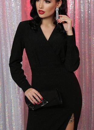 Вечернее длинное платье черного цвета с разрезом