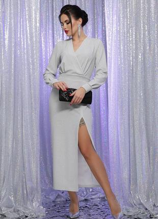 Длинное нарядное платье с разрезом