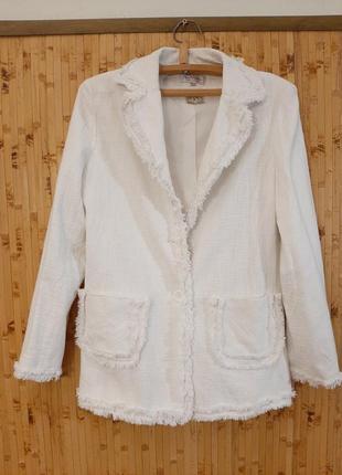 Белый пиджак жакет в стиле шанель блейзер с бахромой.