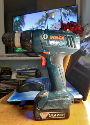 Шуруповерт Bosch GSR 1440-li, 2 аккумы, зарядное, работает как ча