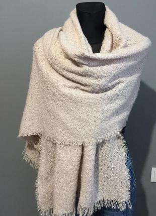 Atmosphere большой тёплый шарф палантин пудровый.