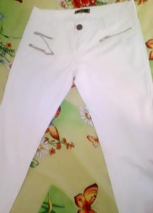 Брюки белые под джинс
