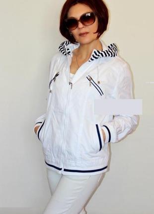 Женская качественная котоновая белая ветровка с капюшоном курт...