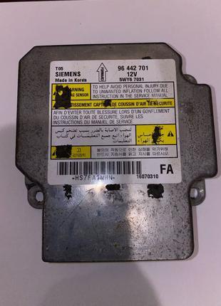 Блок управления подушкой Шевроле Siemens 96442701 б/у оригинал.