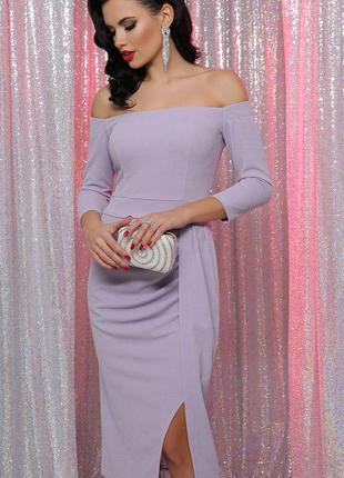 Сиреневое платье с открытыми плечами