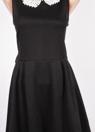 Черное платье с воротничком