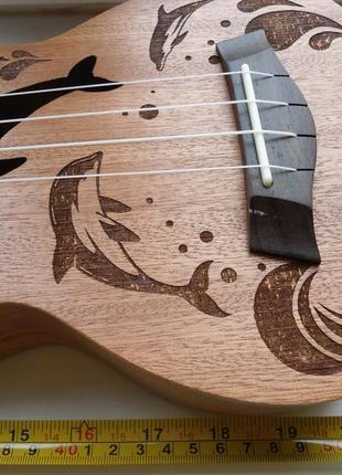 Укулеле- гавайская гитара.