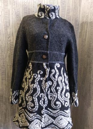 Продается шерстяное итальянское пальто