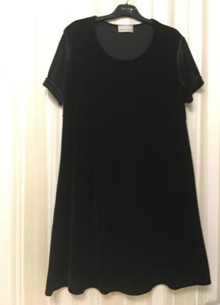 Красивое черное бархатное платье
