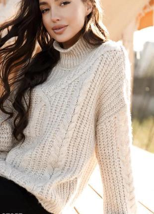 Объемный свитер с крупной вязкой