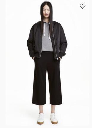 Черные укороченные широкие брюки кюлоты с высокой талией