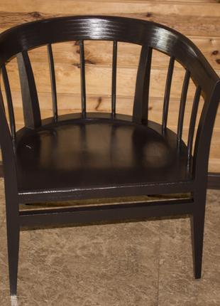 Деревянное кресло с мягким сидением