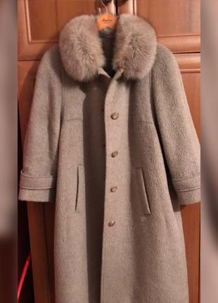 Пальто из шерсти ламы с мехом