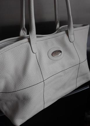 Кожаная белая сумка furla.