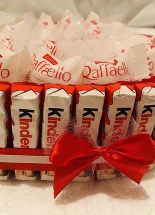 Сладкий подарок из конфет