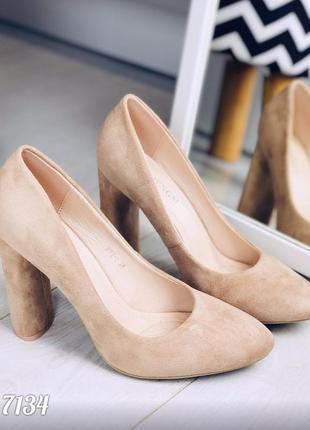 Шикарные бежевые туфельки на высоком устойчивом каблуке