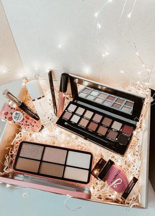 Набор косметики на подарок