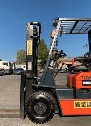 Вилочный погрузчик/навантажувач Toyota на 1.5 тонны