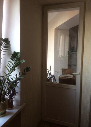Продам дверной блок,стеклопакет,2.50м на 0.80м