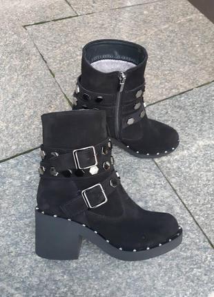 Красивые ботинки из натуральной замши внутри мех