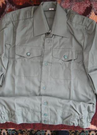 Рубашка форменная зеленая с накладными карманами и поясом