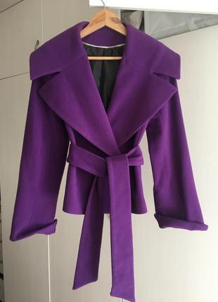 Пальто женское короткое ультрафиолетового цвета