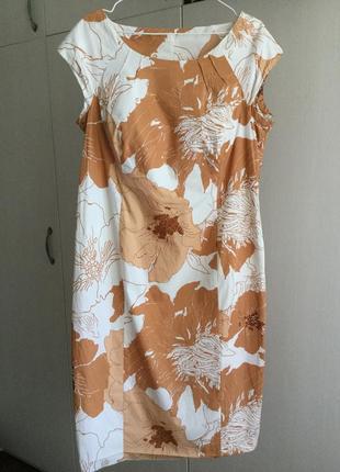 Элегантное платье в персиков молочных цветах