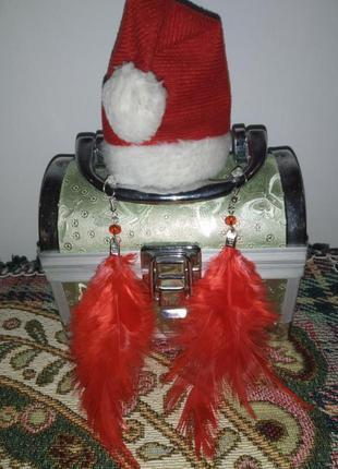Красные серьги сережки из перьев