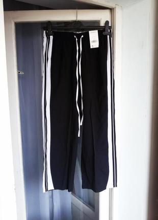 Летние зауженные укороченные брюки evans
