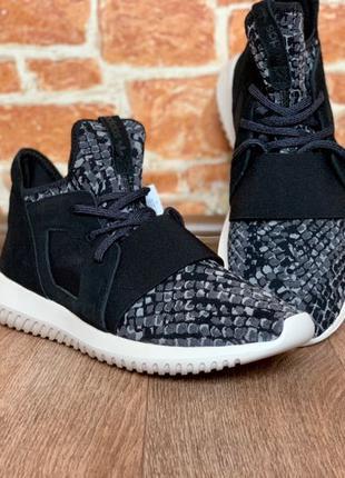 Продам кроссовки Adidas Tubular Defiant