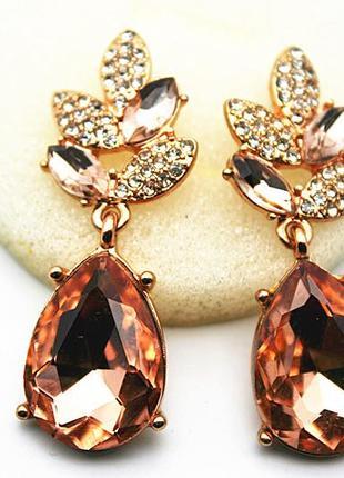 Красивые серьги с камнями шампань